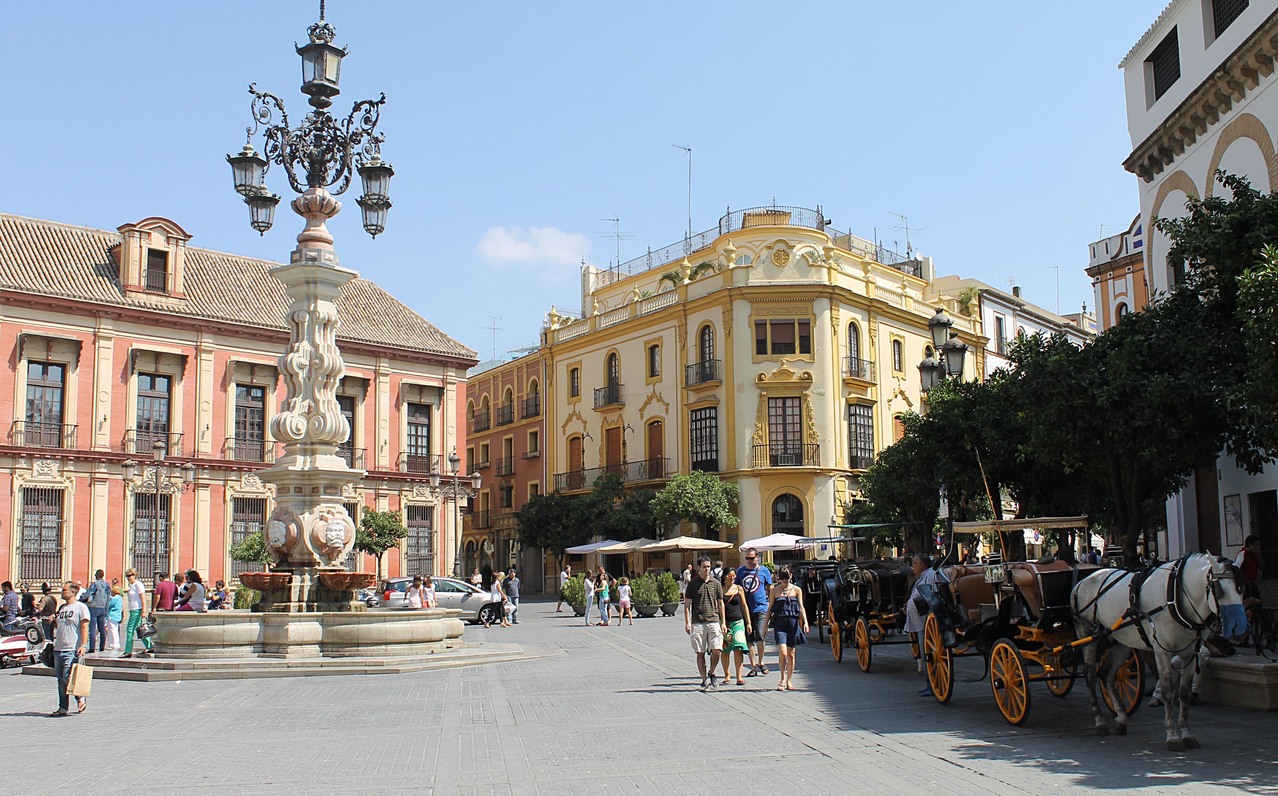 plaza_de_la_virgen_de_los_reyes_8283757026-1