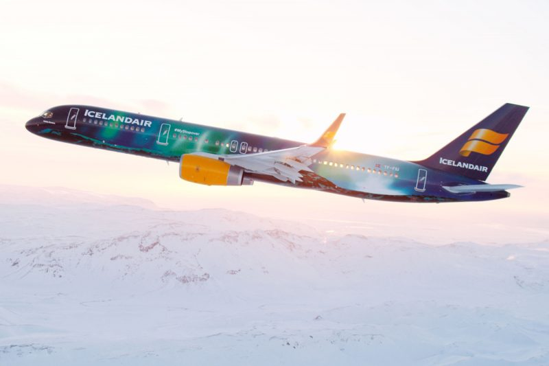 hekla-northern-lights-icelandair-airplane-e1476231611214