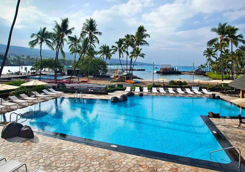 Pool at Courtyard King Kamehameha's Kona Beach Hotel