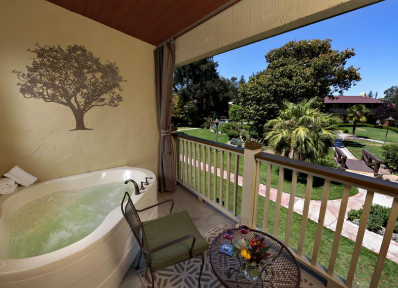 Private jacuzzi at Paso Robles Inn