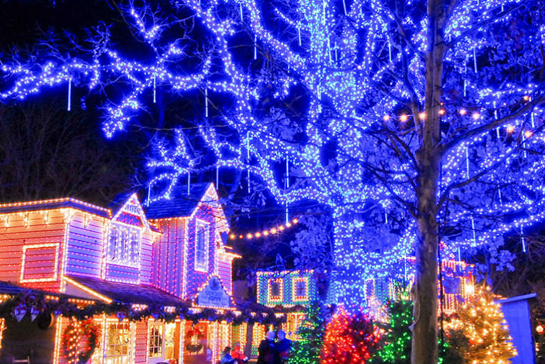 """Silver Dollar City's """"An Old Time Christmas"""" festival makes for a great Christmas getaway with kids"""