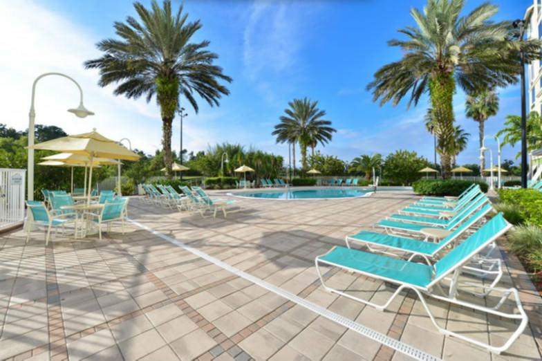 Pool area at Comfort Suites Maingate East