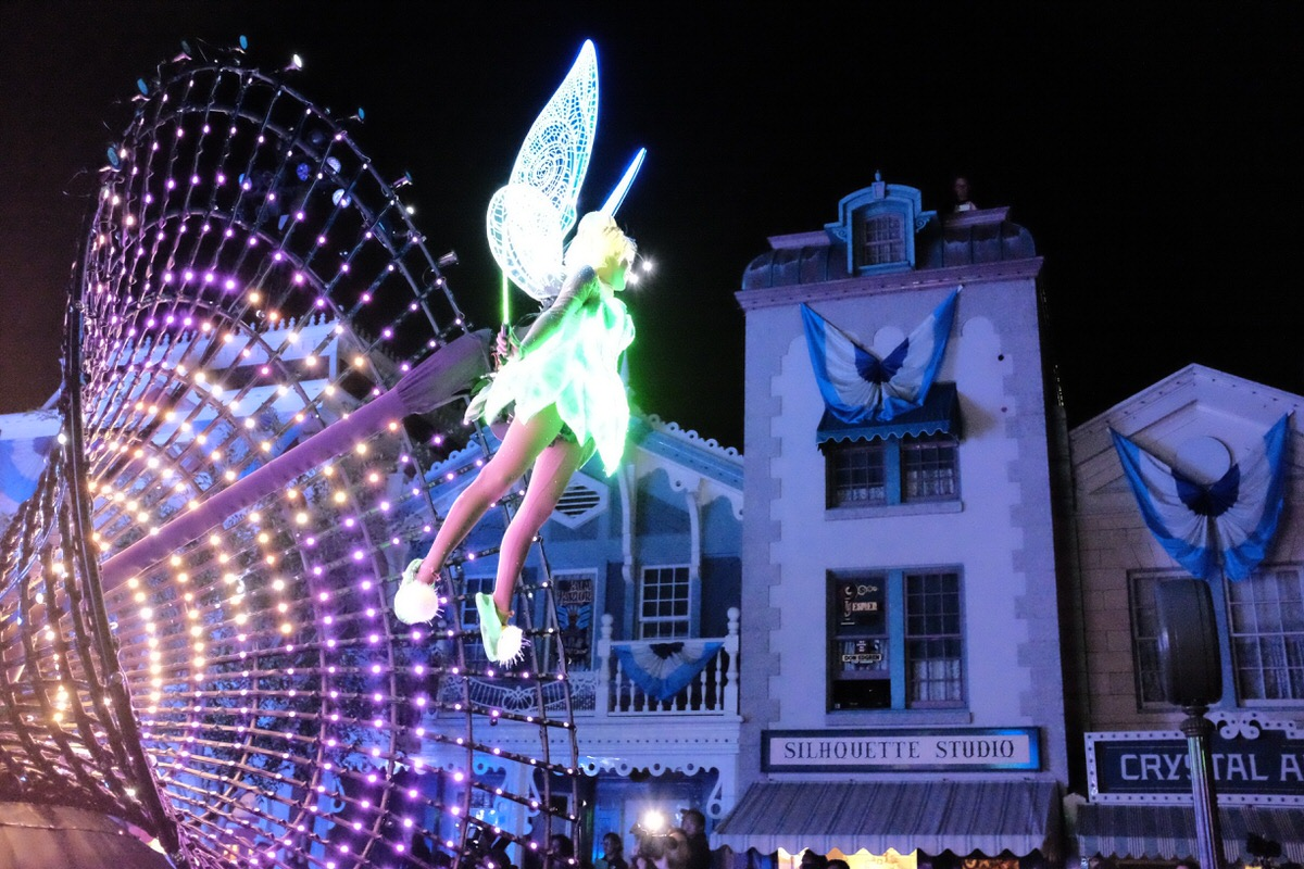"""Tinker Bell in """"Paint the Night"""" Parade"""