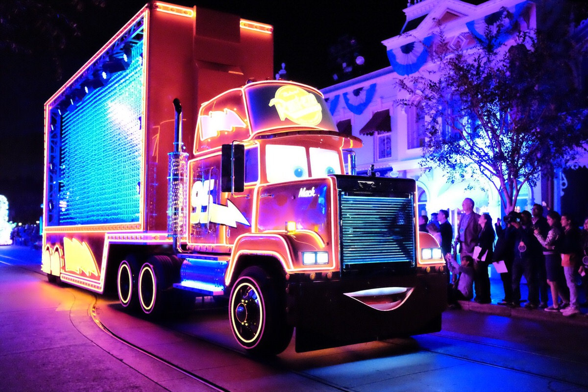 """Mack in """"Paint the Night"""" Parade"""