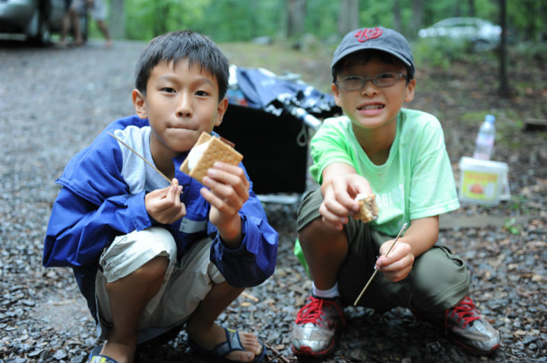 Young campers love their s'mores!