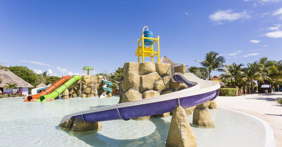 Kids' splash pool at Grand Palladium Kantenah Resort & Spa