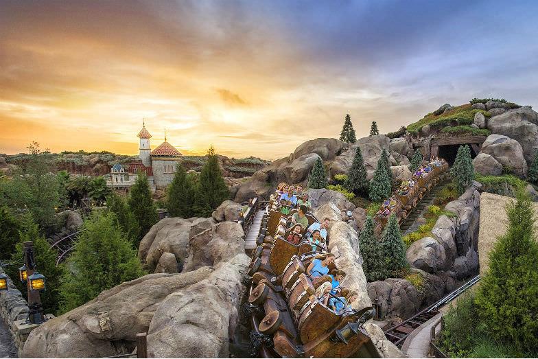 Money-saving deals for a Disney family getaway.