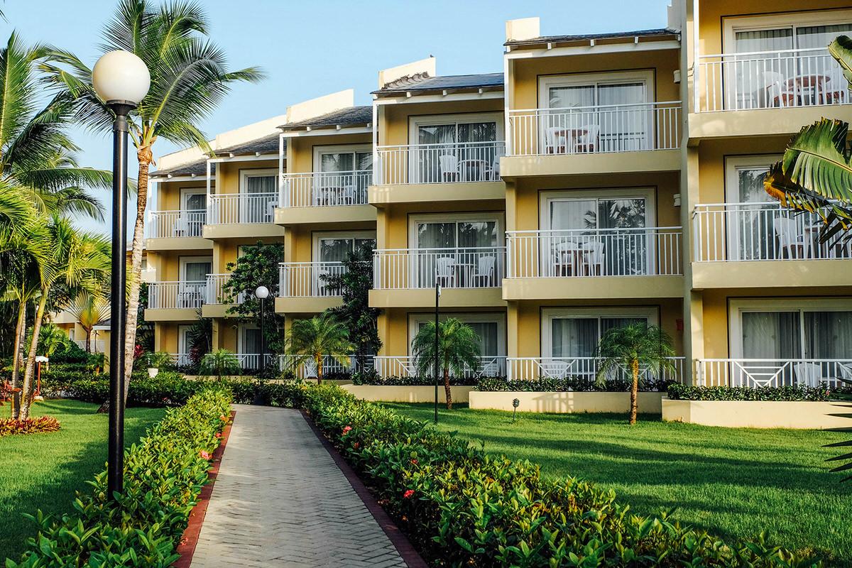 The beach house architecture of Bahia Principe El Portillo