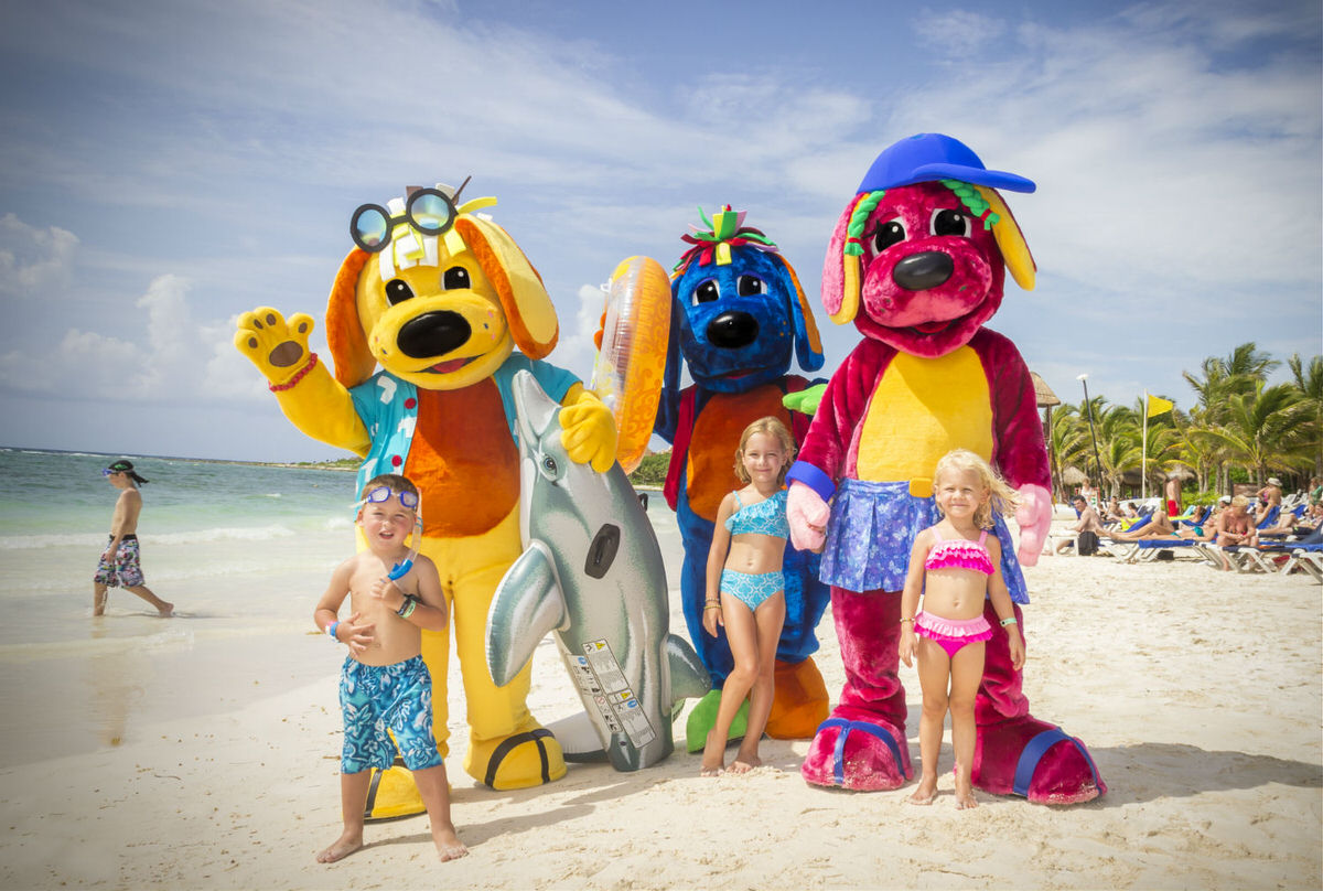 Raggs characters with mini guests at Grand Palladium White Sand & Spa