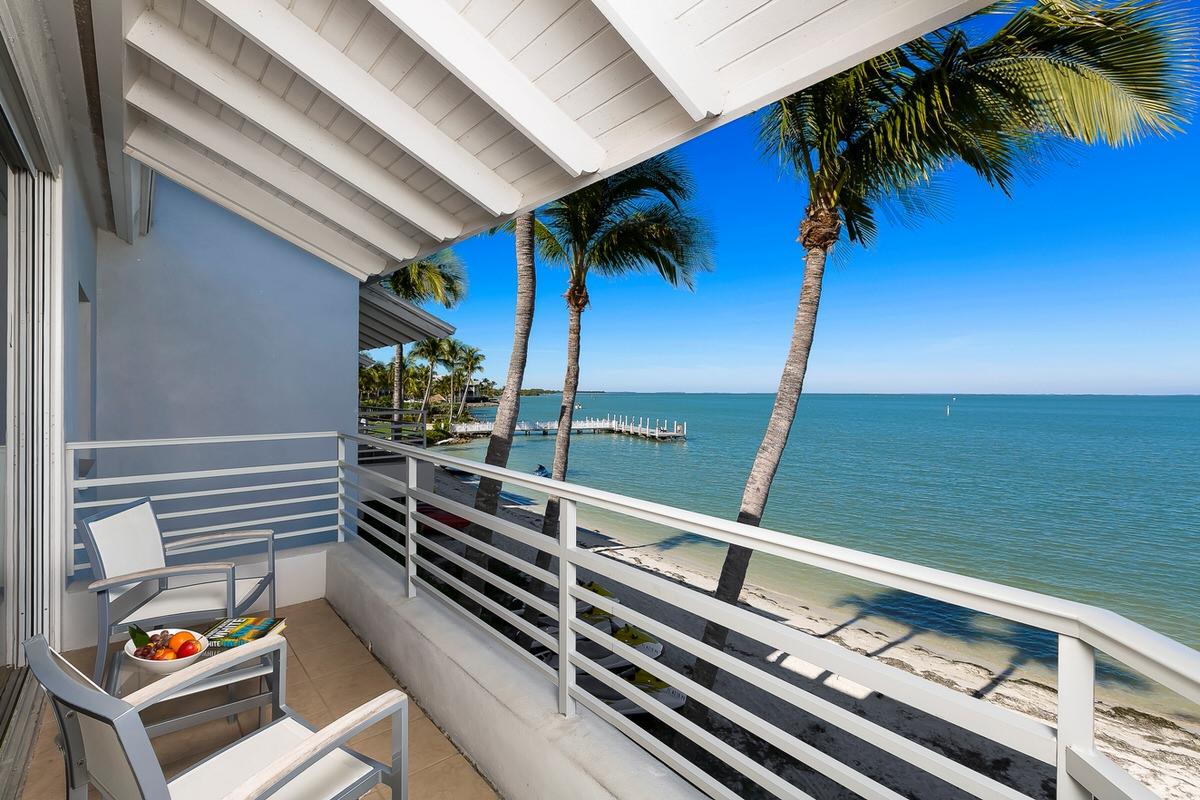 Harbourside guest room balcony