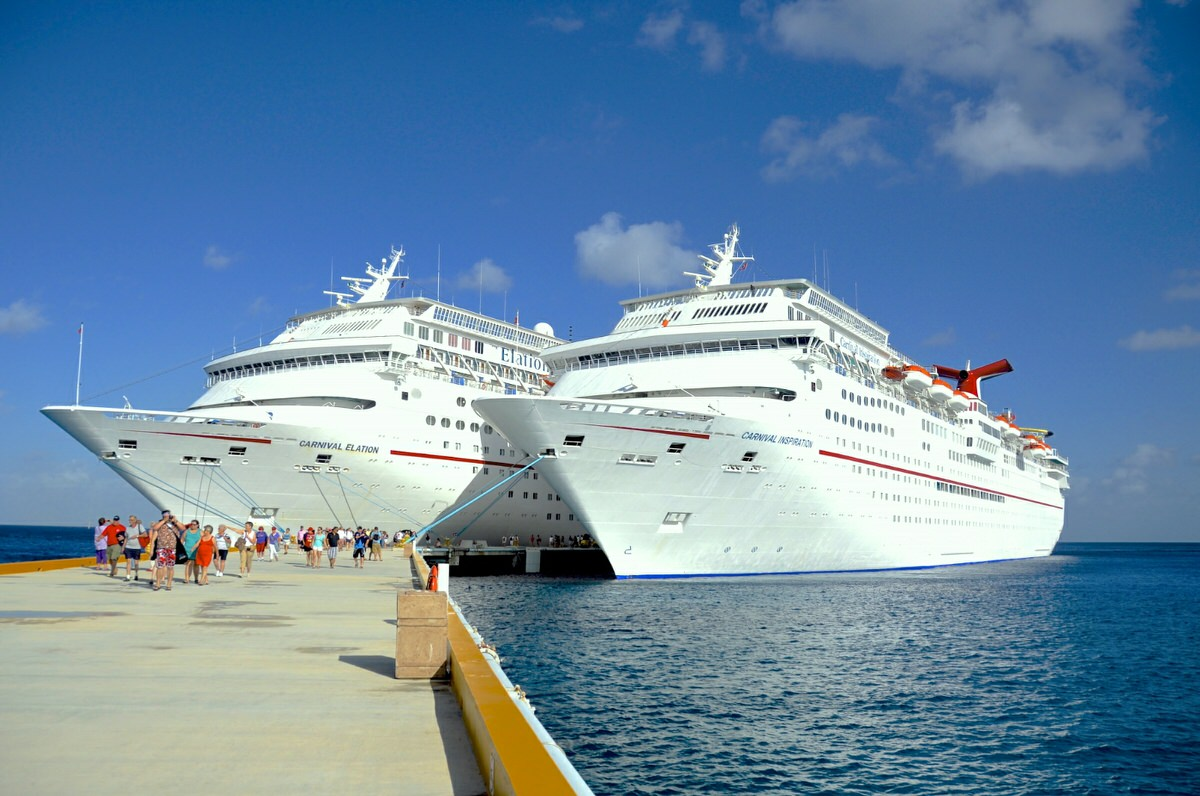 Know how to get the best cruise deals for your next family cruise.