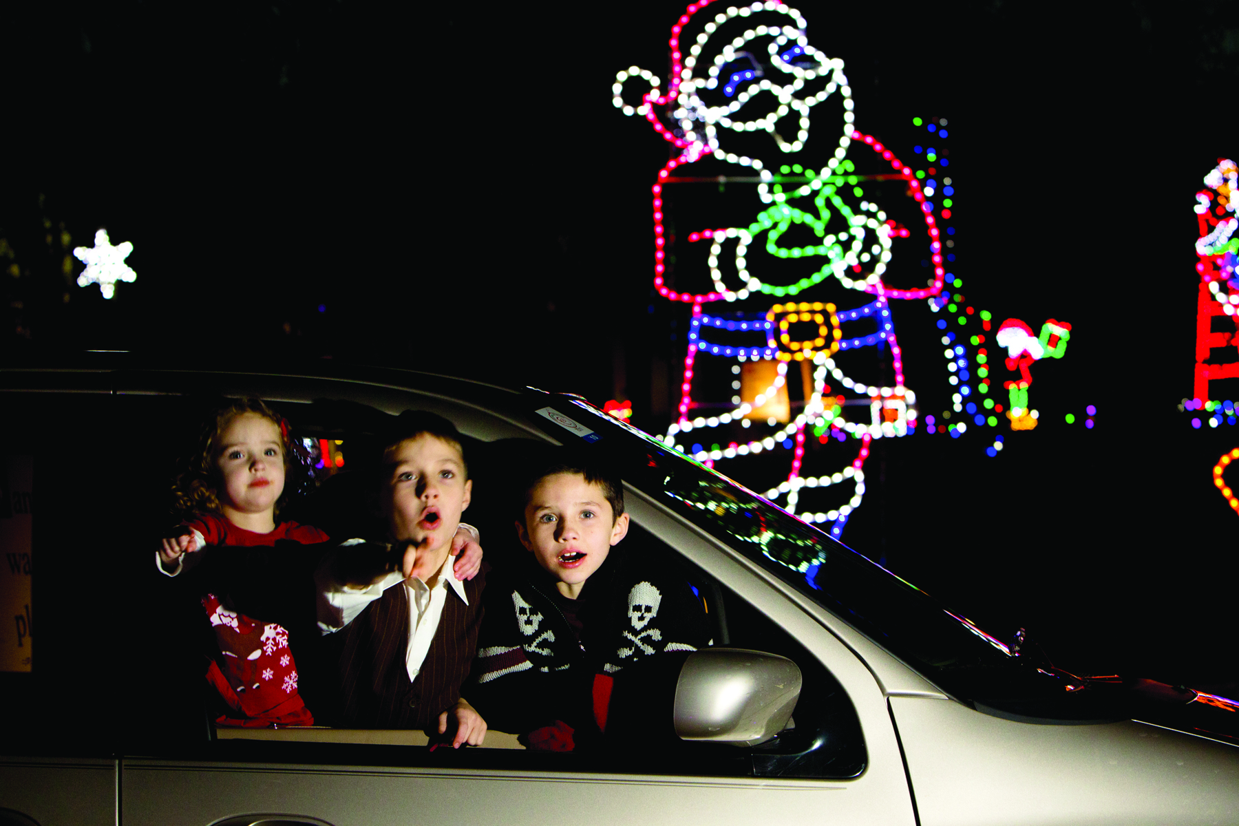Visiting Santa Claus' Land Of Lights is a great way to spend holidays with kids.
