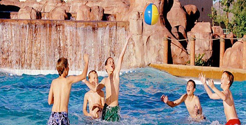 Phoenix hotel pools: Arizona Grand Resort