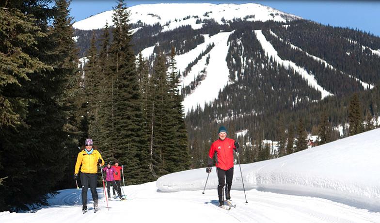 Skiers at Sun Peaks