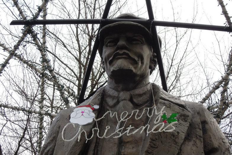 Lenin Statue on Christmas