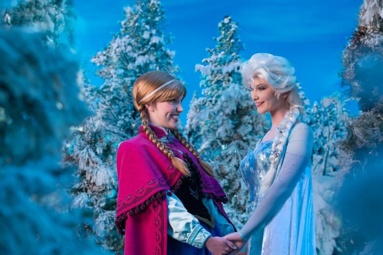Elsa and Anna at Walt Disney World