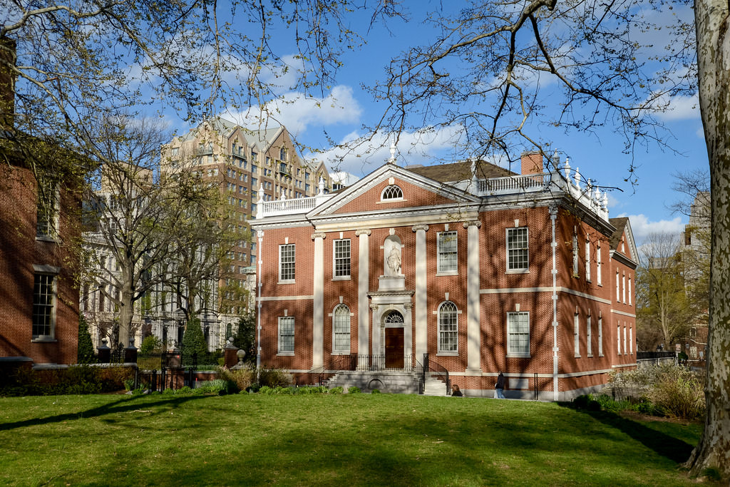 Add visiting historical sites to the list of our top 10 things to do in Philadelphia.