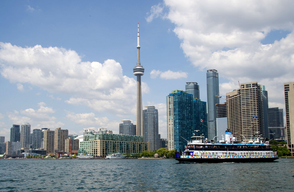 Navigate and vacation in Toronto with the kids like a pro with this Toronto travel guide for families.