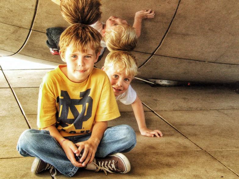Kids under Chicago's Cloud Gate
